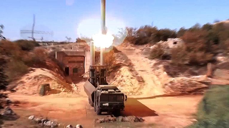 Пуск крылатой ракеты «Оникс» с БРК «Бастион» по объекту незаконных вооруженных формирований в Сирии. (Стоп-кадр видео, предоставленного министерством обороны РФ, максимальное качество).