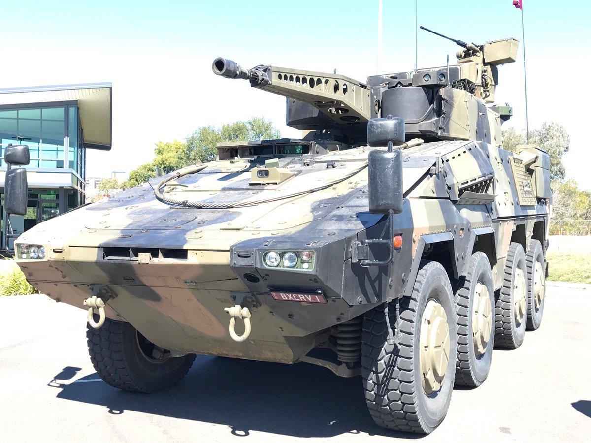 Участвующая в тендере австралийской армии по программе LAND 400 Phase 2 бронированная машина Boxer CRV, оснащенная двухместной башней Rheinmetall LANCE с 30-мм автоматической пушкой Mauser/Rheinmetall MK30-2/ABM.