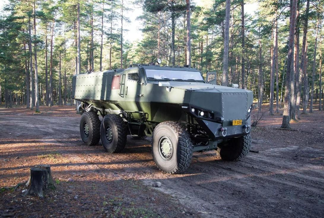 Первый опытный образец финской колесной бронированной машины Protolab PMPV 6x6 (Misu).