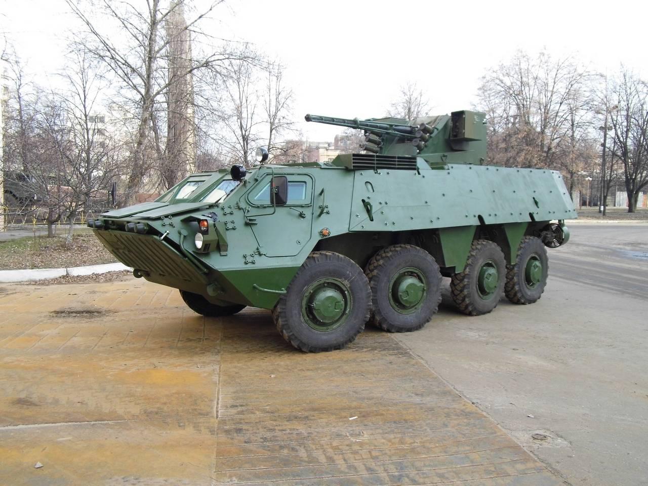 Опытный образец варианта колесного бронетранспортера БТР-4Е1 с дополнительной защитой.