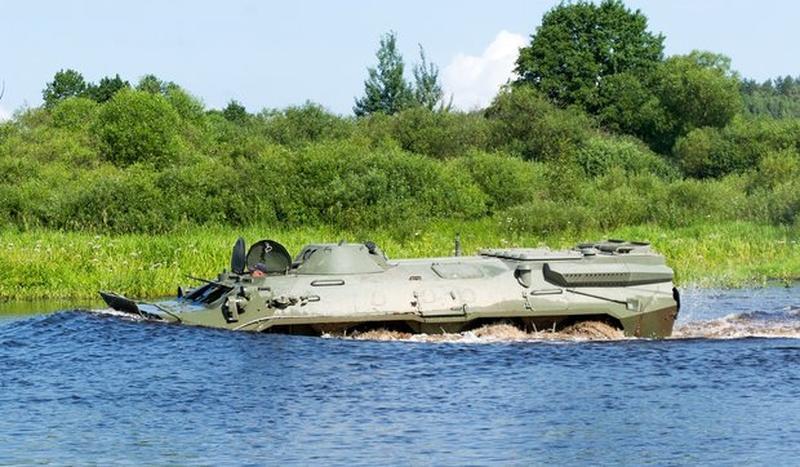 Опытный образец бронетранспортера БТР-70, модернизированного на белорусском ОАО «140 ремонтный завод» (Борисов) по варианту БТР-70МБ1, на испытаниях. 2016 год.