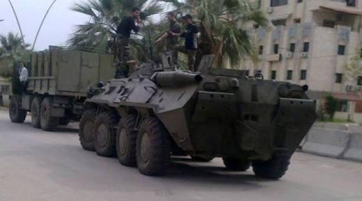 Российские бронетранспортер БТР-80 и бронированный Урал-4320-31 в Сирии.