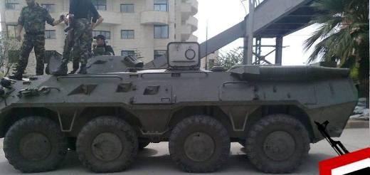 Бронетранспортер российского производства БТР-80 в сирийском городе Латакия.