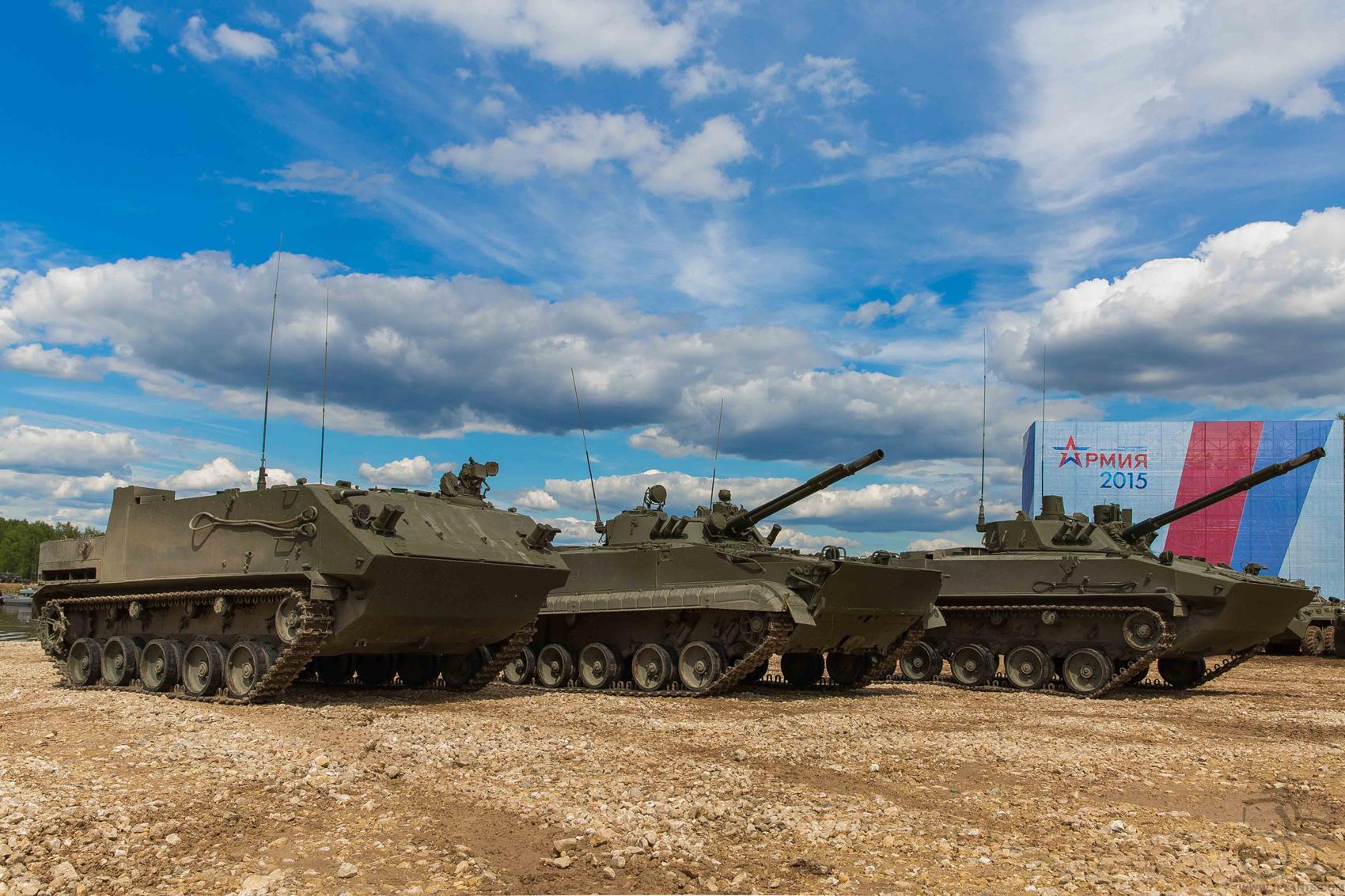 БТР-МДМ, БМД-4М и БМП-3 на форуме «Армия-2015».