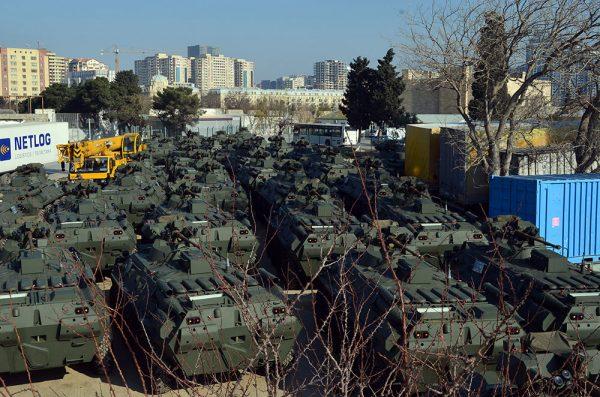 Очередная партия бронетранспортеров БТР-82А российского производства, доставленная в Азербайджан. Баку, 19.01.2018.