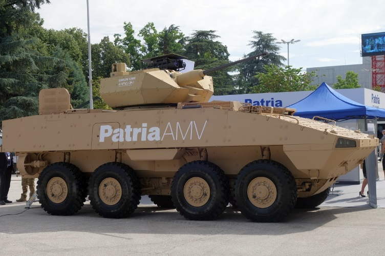 Предлагаемый болгарской армии вариант бронетранспортера Patria AMV (AMV-L) с оснащением израильским необитаемым боевым модулем Rafael Samson Mk II с 30-мм пушкой Orbital ATK Bushmaster Mk 44 и ПТРК в экспозиции выставки HEMUS-2018. Пловдив, май 2018 года.
