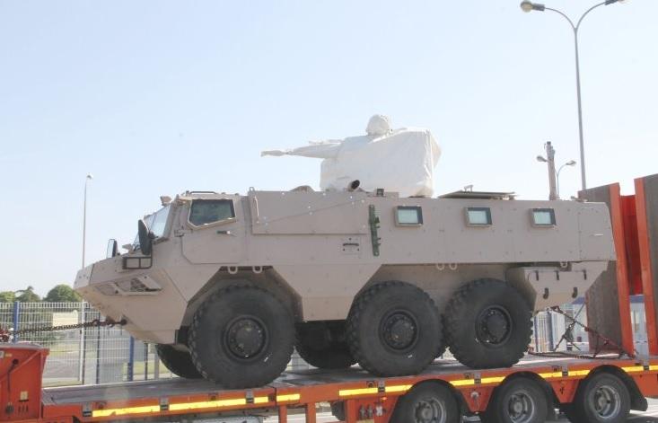 Один из первых отправленных в Саудовскую Аравию серийных бронетранспортеров VAB Mk 3, изготовленных французской компанией Arquus (бывшая Renault Truck Defense, входит в состав группы Volvo). Машина оснащена дистанционно управляемым боевым модулем Nexter ARX 25 с 25-мм автоматической пушкой Nexter M811.