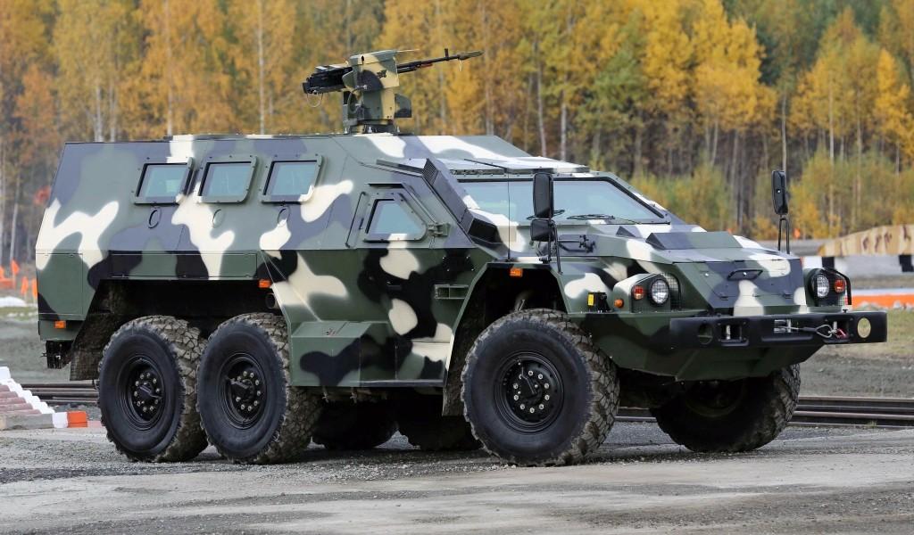 Специальный бронированный автомобиль (СБА) «Булат», оснащенный боевым дистанционно управляемым модулем (ДУМ) производства завода им. В.А. Дегтярева.