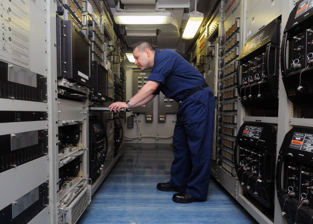 Цифровые системы связи авианосца ВМС США «Джордж Буш».