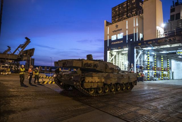 Бывшие голландские танки Leopard 2A6NL из числа последней партии, прибывшей в Финляндию 25.10.2019. Вуосаари( Хельсинки)