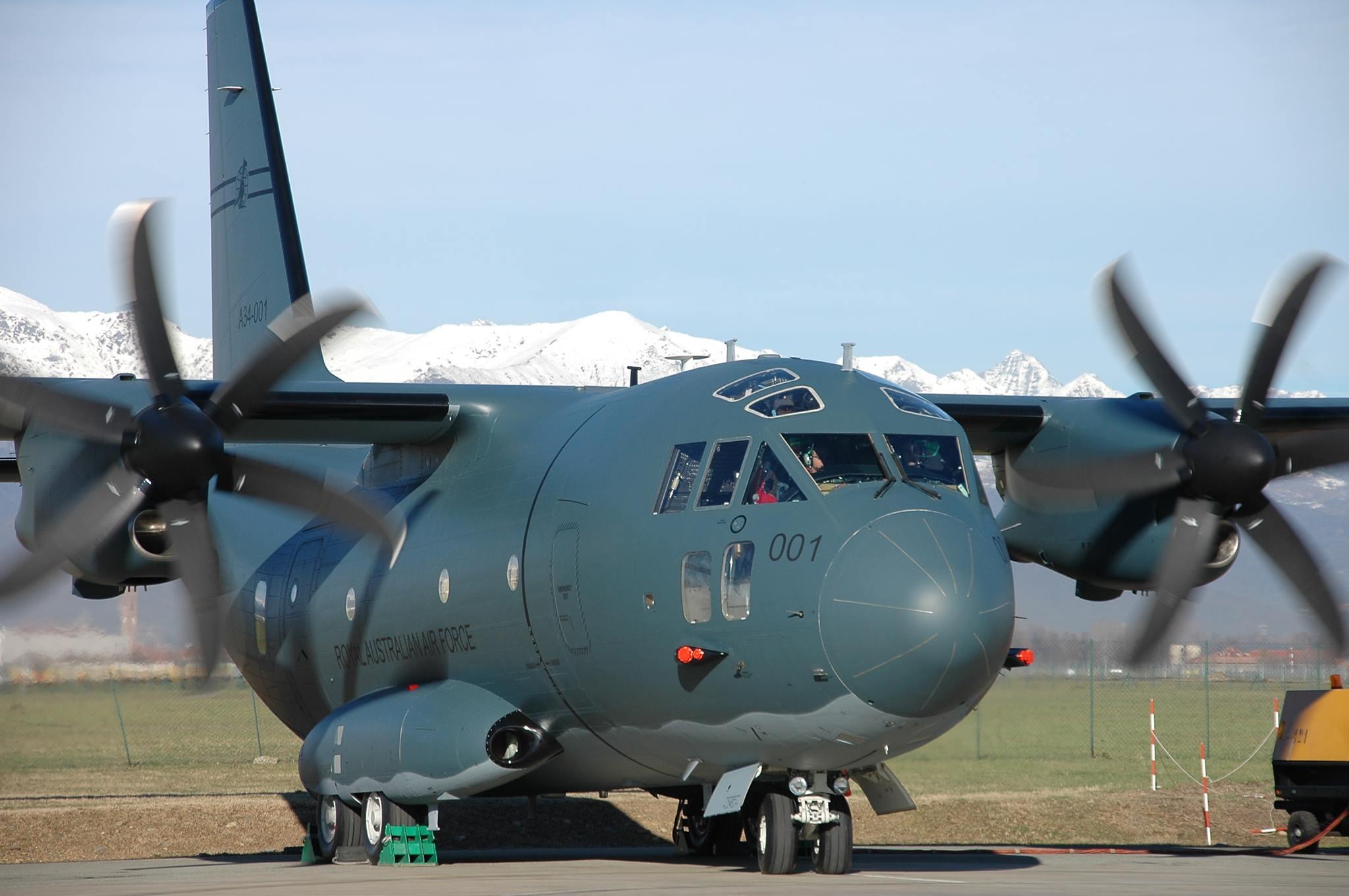 Первый самолет Alenia Aermacchi C-27J (серийный номер 4179, бортовой номер A34-001, временная итальянская регистрация I-EASC), построенный для ВВС Австралии, накануне первого полета. Турин, 18.12.2013.