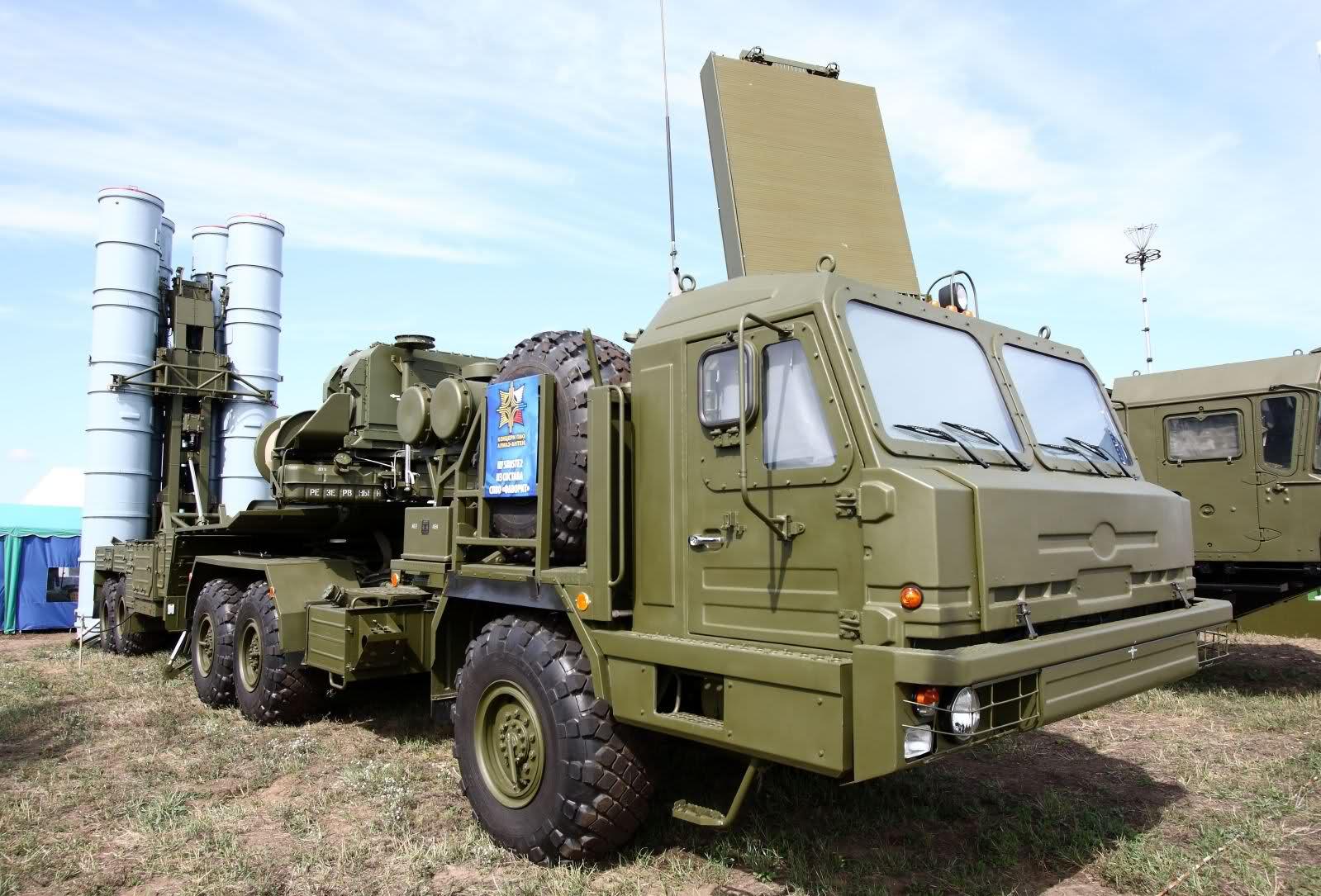 Универсальная мобильная многоканальная зенитная ракетная система С-300ПМУ-2 &quot;Фаворит&quot;<br>Источник: http://forum.ge/
