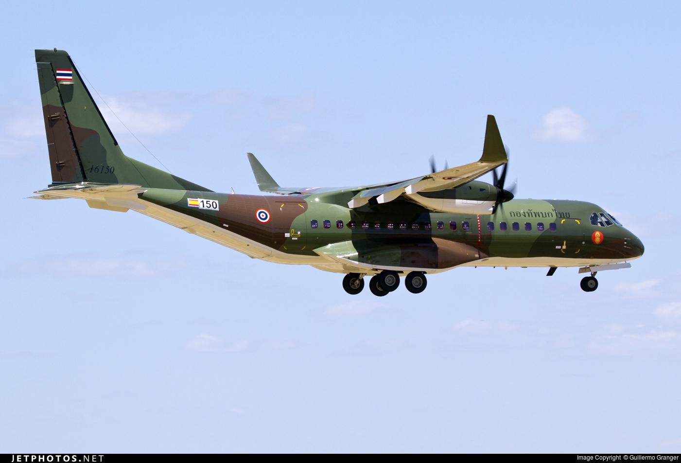 Построенный для армейской авиации Таиланда военно-транспортный самолет Airbus C295W (серийный номер 150, бортовой номер 16150) во время заводских летных испытаний. Севилья (Испания), 16.06.2016.