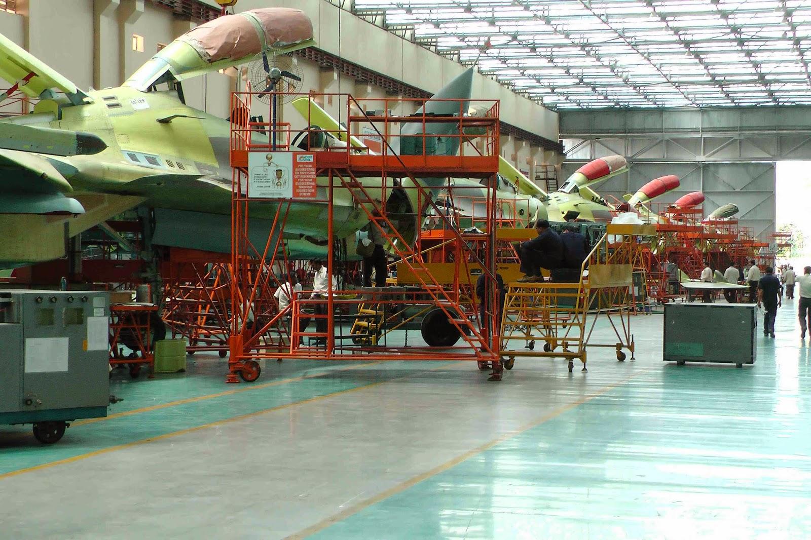 Cборка истребителей Су-30МКИ на предприятии индийского государственного объединения Hindustan Aeronautics Limited (HAL) в Насике, 2013 год.