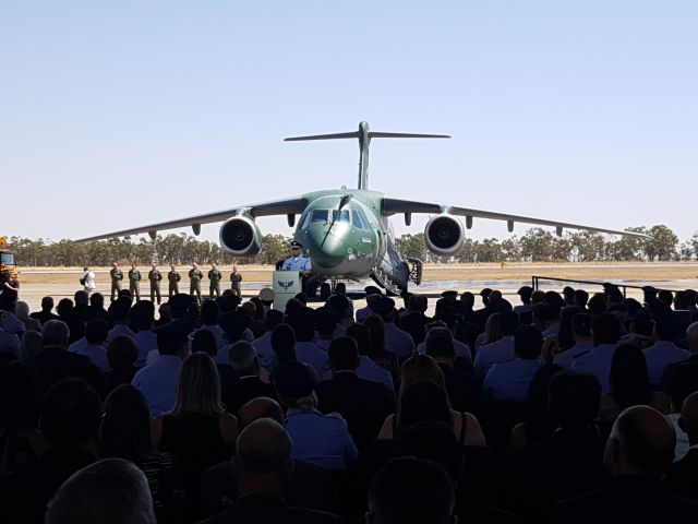 Церемония передачи ВВС Бразилии первого транспортно-заправочного самолета Embraer KC-390 (бортовой номер 2853, серийный номер 39000004). Аннаполис, 04.09.2019