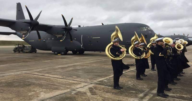 Церемония ввода в состав ВВС Франции первого военно-транспортного самолета Lockheed Martin C-130J-30 Super Hercules. Орлеан-Бриши, 15.01.2018 г.