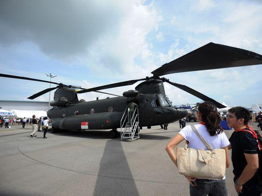 Транспортный вертолет Boeing CH-47 Chinook ВВС Сингапура на выставке Singapore Airshow, 17 февраля 2017.