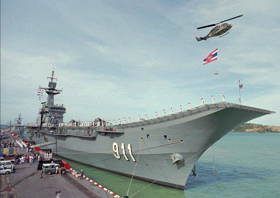 "Таиландский авианосец ""Чакри Нарубет""."