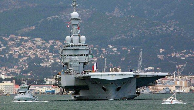 Флагман французского флота, авианосец Charles De Gaulle.
