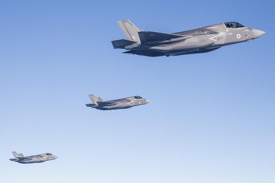 Четыре истребителя Lockheed Martin F-35B Lightning II британских ВВС (британские военные номера ZM145, ZM146, ZM 147 и ZM148) во время перелета через Атлантический океан, 06.06.2018.