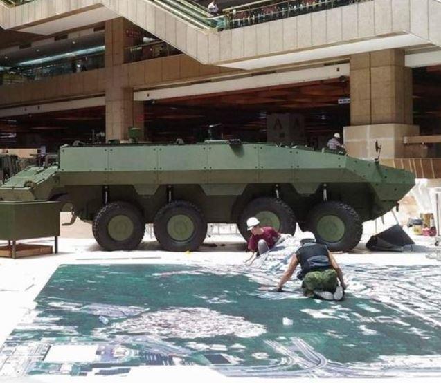 Прототип нового тайваньского бронетранспортера Cloud Leopard II (Yunpao II) с колесной формулой 8х8 в варианте 120-мм самоходного миномета при подготовке экспозиции оборонно-промышленной выставке Taipei Aerospace & Defense Technology Exhibition (TADTE-2017). Тайбэй, 14.08.2017.