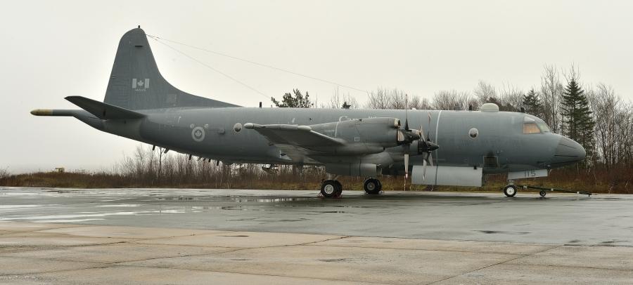 Самолет CP-140M Aurora.
