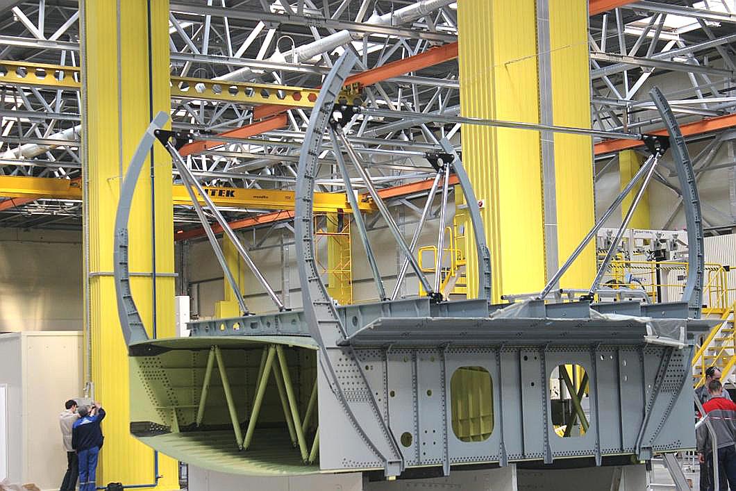 Центроплан самолета МС-21 на Иркутском авиационном заводе.