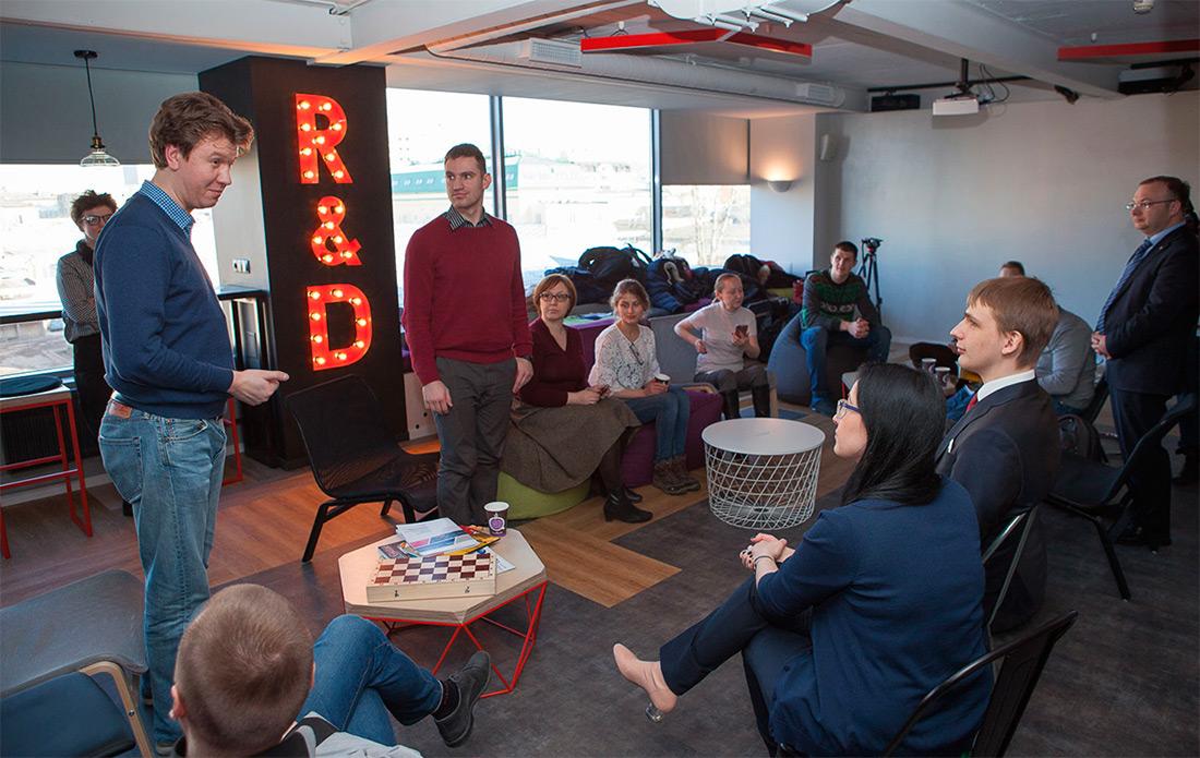 Представители БФ «Система», участники «Системного решения», руководство журнала «Популярная механика» в штаб-квартире Группы «Кронштадт».