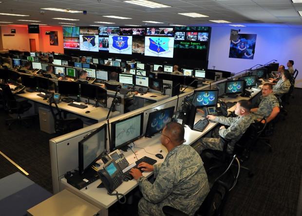 Специалисты ВВС США по кибербезопасности