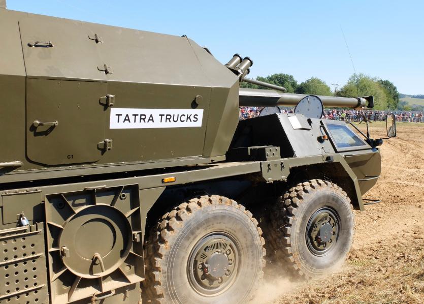 Прототип модернизированной 152-мм самоходной гаубицы Dana M1M, представленный чешской компанией Tatra Trucks, во время демонстрации в Лесанах (Чехия), 27.08.2016.