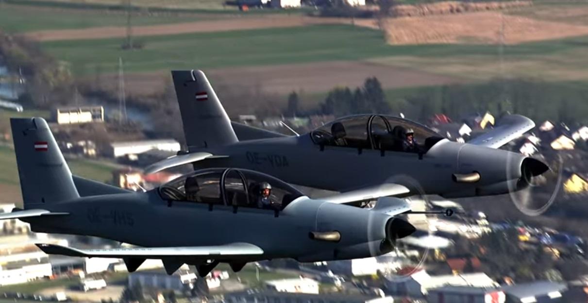 Оба прототипа турбовинтового самолета Diamond DART-450 (регистрация OE-VDA и OE-VHS) в совместном полете. Австрия, апрель 2017 года.