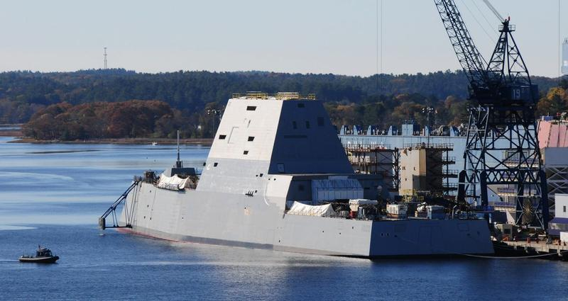 Достраивающийся для ВМС США на предприятии Bath Iron Works корпорации General Dynamics эскадренный миноносец DDG 1000 Zumwalt за день до церемонии крещения. Бат, 11.04.2014