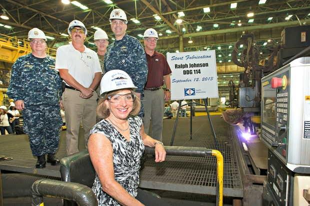 Церемония начала строительства ракетного эсминца Aegis для ВМС США - Ralph Johnson (DDG-114).