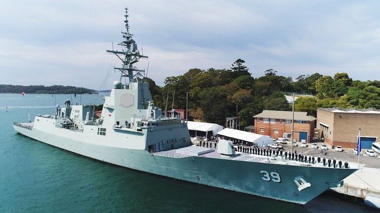 Введенный в строй ВМС Австралии головной эскадренный миноносец DDGH 39 Hobart программы Air Warfare Destroyer (AWD). Сидней, 23.09.2017.