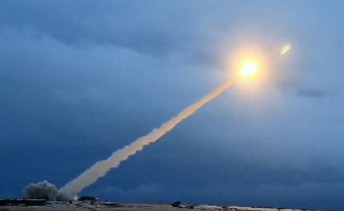 Демонстрация испытания российской крылатой ракеты неограниченной дальности с ядерной энергетической установкой во время трансляции послания президента РФ Владимира Путина Федеральному собранию.