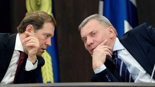 Денис Мантуров (слева) и Юрий Борисов (справа)