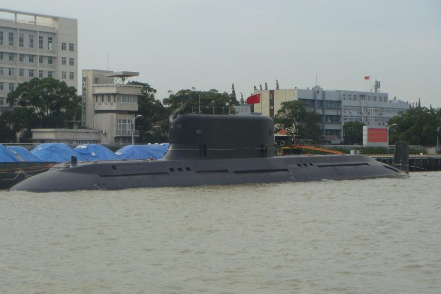 """Китайская опытовая ракетная дизель-электрическая подводная лодка проекта 032 (бортовой номер """"201"""")."""