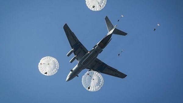 Десантирование из самолета Ил-76МД. Архивное фото