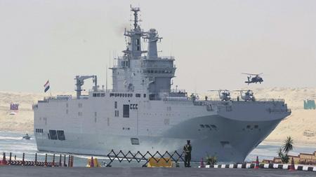 """Десантный корабль-вертолетоносец типа """"Мистраль"""", носящий теперь имя """"Гамаль Абдель Насер"""", готовится в египетском порту к оснащению российским оборудованием."""