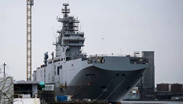 Десантный вертолетоносный корабль-док Мистраль на судостроительном заводе.