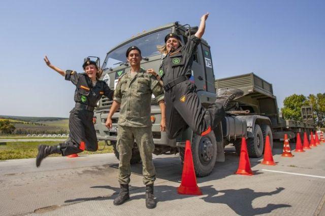 Девушки военослужащие не только поддерживали коллег, но и успешно выступали на АрМИ.