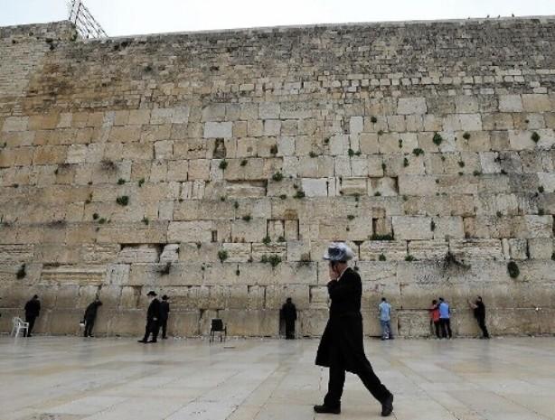 Дезинфицируя Стену плача, Израиль «не забывает» и арабских офицеров