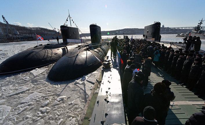 """Дизельная подводная лодка """"Комсомольск-на-Амуре"""" проекта 877 """"Палтус"""" во время торжественной церемонии ввода в боевой строй Тихоокеанского флота после ремонта и модернизации."""