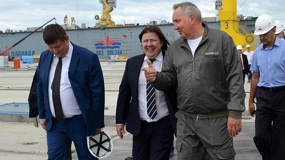 """Дмитрий Рогозин на дальневосточном заводе """"Звезда""""."""
