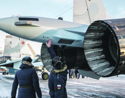 Дополнительным фактором маневренности наших истребителей стало создание двигателей с отклоняемым вектором тяги. Фото РИА Новости