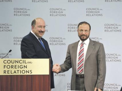 Генеральный директор МИД Израиля Дори Голд (слева) и генерал Анвар Эшки на встрече в Вашингтоне в июне 2015 года.