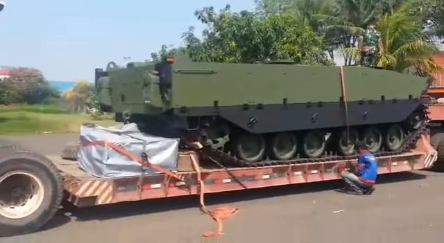 """Доставленное из Турции в Индонезию шасси второго прототипа """"среднего"""" танка Kaplan MT турецко-индонезийской разработки, 23.09.2017."""
