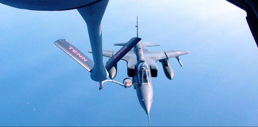 Дозаправка истребителя-бомбардировщика Jaguar.
