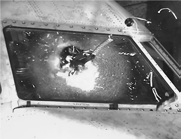 Дрон врезается в ветровое стекло пассажирского самолета во время испытаний, проводившихся в Великобритании.