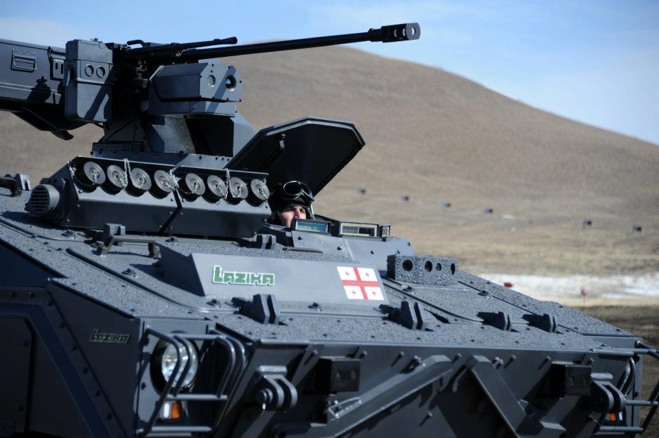Первый образец дистанционно управляемого боевого модуля DRWS-2 с 23-мм автоматической пушкой 2А14 и пулеметом ПКТ, разработки и производства Государственного военно-научного технического центра «Дельта» министерства обороны Грузии, на первом опытном образце построенной тем же предприятием грузинской боевой машины пехоты Lazika, февраль 2012 года. На первом варианте модуля телевизионная камера и тепловизионная камера устанавливались в едином блоке.